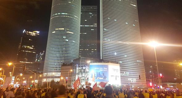 מחאת האפודים הצהובים בתל אביב, הערב
