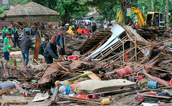 הרס בעקבות הצונאמי שפגע באינדונזיה, צילום: איי פי