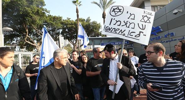 יאיר לפיד בהפגנה נגד חוק הגיוס