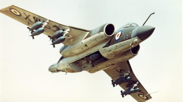 מטוס באקניר כשתא הפצצות שלו פתוח
