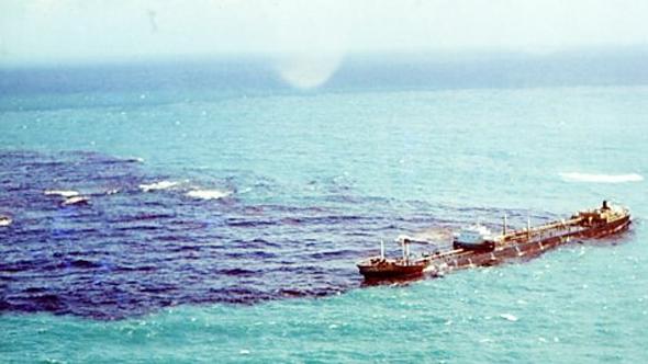 כתם נפט נפלט מהאוניה