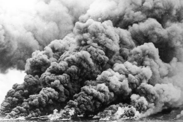 טורי קניון אפופה עשן, קצת לפני שהים מכבה את הלהבות