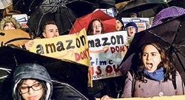 הפגנה נגד אמזון בניו יורק, צילום: בלומברג