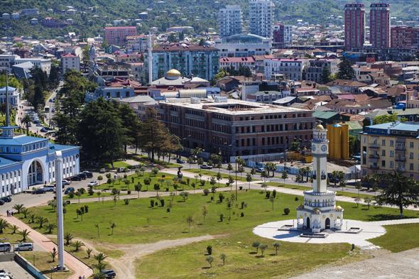 בטומי. תנופת הבנייה מושכת לעיר את המותגים הבינלאומיים הגדולים ביותר
