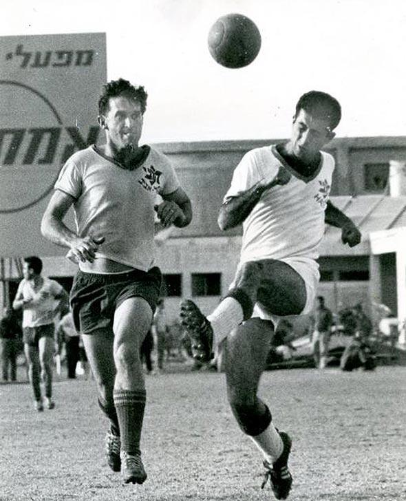 שייע גלזר במדי מכבי תל אביב, צילום: יוסף תיאודור פלשקס באדיבות ההתאחדות לכדורגל