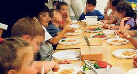 ארוחה ב גן ילדים, צילום: עטא עוויסאת