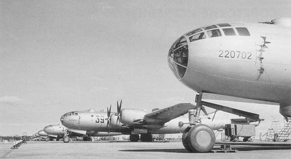 מפציצי TU4 של ברית המועצות. הם זהים ל-B29 האמריקאי, משום שתוכננו על בסיסו