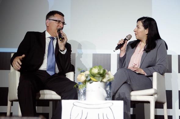 גדעון סער בשיחה עם סופי שולמן, צילום: עמית שעל