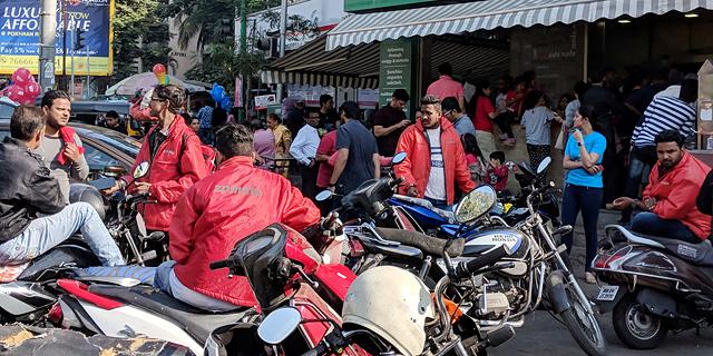 שליחים של זומאטו בהודו, צילום: שאטרסטוק