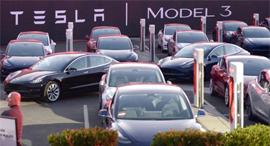 טסלה 3 מכונית חשמלית , צילום: AP