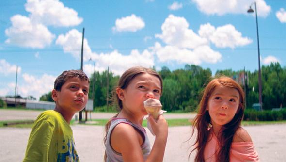 """""""פרויקט פלורידה"""". רק שומעים את הכיף של דיסניוורלד ברקע, לא רואים אותו, צילום: באדיבות YES"""