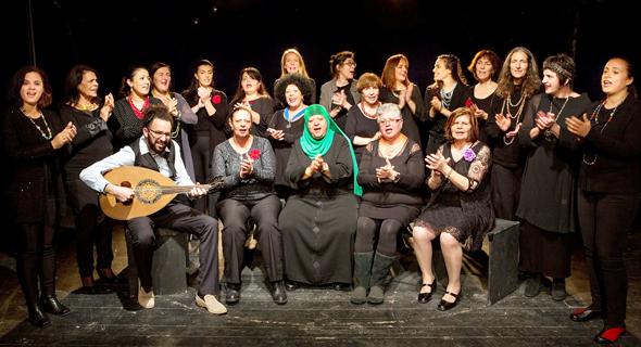 מקהלת ראנה. בנות שכולות לצד קרובות של פלסטינים מעזה, צילום: משה צ