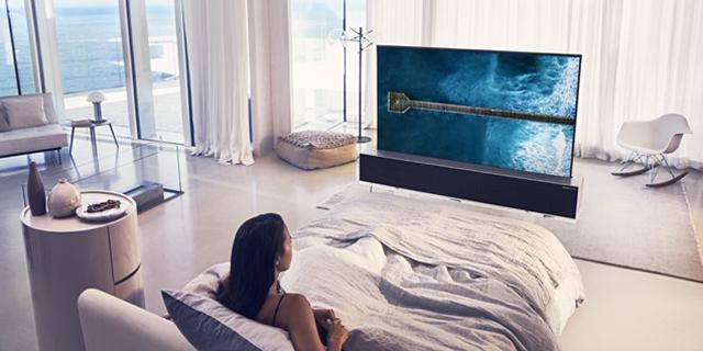 LG חושפת טלוויזיה בעלת מסך גמיש ומתגלגל