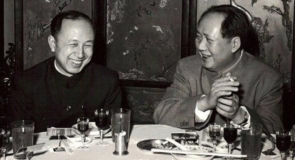צ'יין שואה-סן במפגש עם מנהיג העל מאו דזה דונג, סין 1957