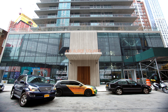 הנכס המשותף לספנסר ולחברת אולייר ב־Albee Square בברוקלין