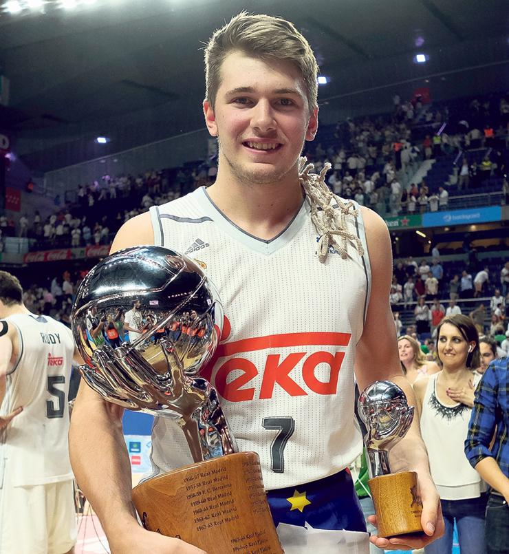 דונצ'יץ' זוכה עם ריאל מדריד באליפות ספרד. התחשל ברמות הגבוהות מאז גיל 16