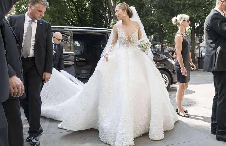השמלה של ויקטוריה סברובסקי המשובצת ב-500 אלף קריסטלים
