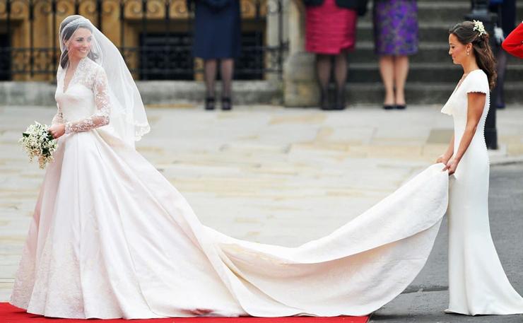 השמלה של קייט מידלטון - עיצוב: אלכסנדר מקווין