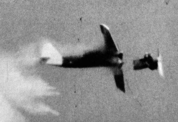 לייזר חותך את חזיתו של טיסן מטרה בניסוי אמריקאי מ-1973