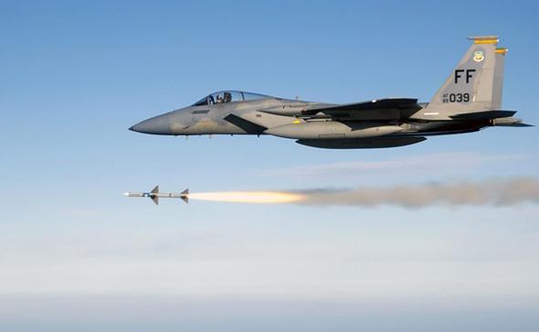 מטוס F15C משגר טיל AIM7