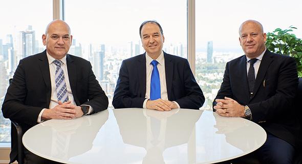מימין- עורכי הדין אלי דורון, שלמה נס וירון טיקוצקי, צילום: סיגל סבן