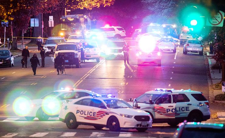 זירת הירי בפיצרייה בוושינגטון הבירה בעקבות תיאוריה שהופצה ביוטיוב, שלפיה קלינטון מנהלת רשת סחר בילדים מפיצריות