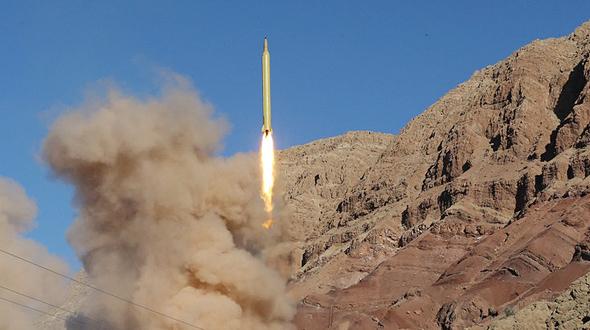 שיגור של טיל קרקע-קרקע איראני