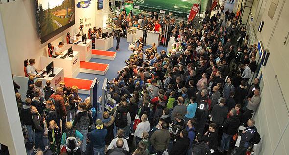 קהל צופה בשחקני פארמינג סימולטור