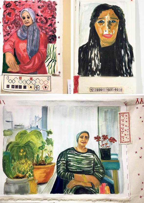 """הדיוקנאות בתערוכה """"Jiser Dreaming"""", שציירה ענת אור מגל. מוצגים לצד מלאכות היד של הנשים"""