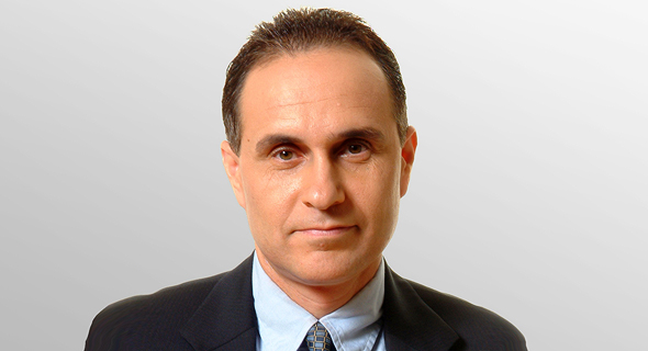 "שוקי שפר, נשיא ומנכ""ל אמדוקס"