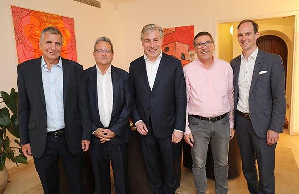 בתמונה, מייסדי ברון אשל שרוני ו - ZWEI באירוע לקוחות בבית השגריר השוויצרי. מימין לשמאל: פטריק מולר, אורי שרוני, פרופ' וולרסהוף, מאיר ברון ואמיר אשל