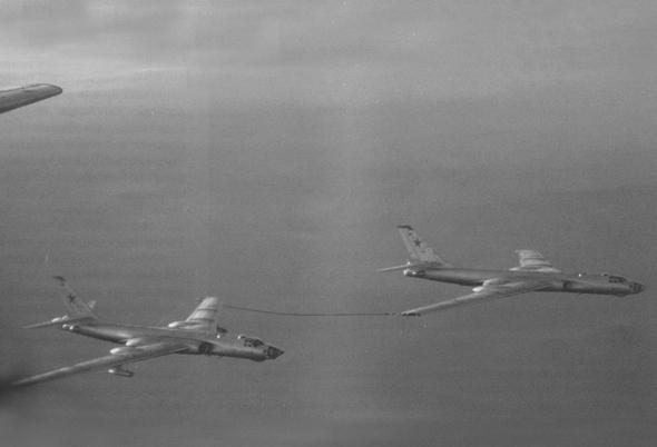 מפציצי טופולב TU16 בתדלוק עמית