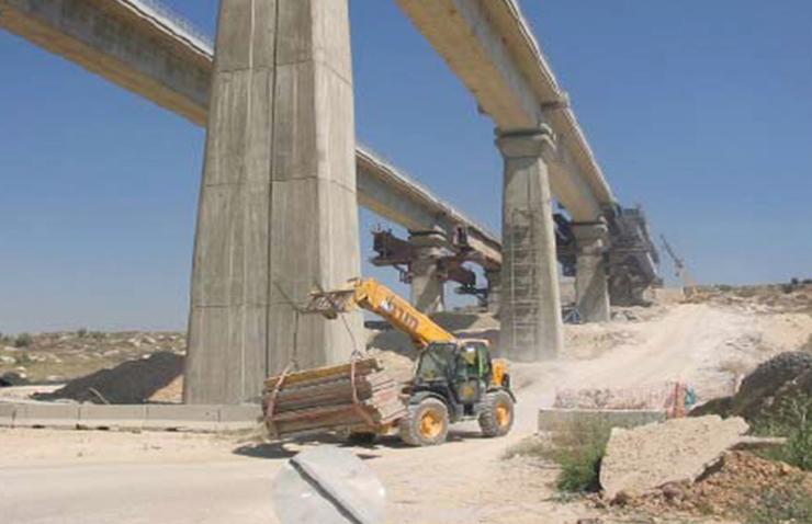 """עבודות להקמת גשר בעמק איילון. """"אם המדינה רוצה שתהיה מהפכה ‑ היא צריכה לדרוס"""", צילום: אסנת איתן רשות הטבע והגנים"""