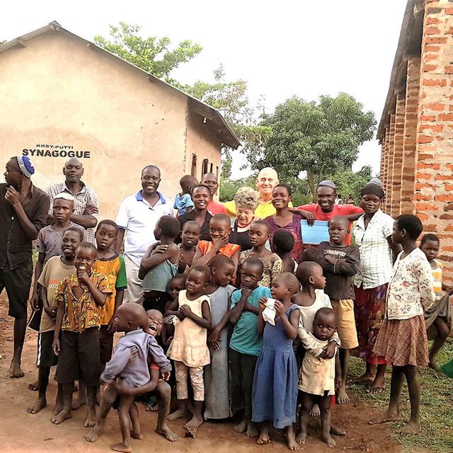 מוסף שבועי 31.1.19 אפריקה פרופ' יגאל צמיר עם בני אבאיודאיה קבוצה שאימצה את היהדות