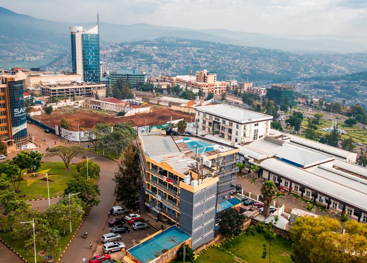 קיגאלי, רואנדה, שבה פולקסווגן הקימה מפעל. העיור מואץ מאוד ברואנדה, כ־6% בשנה, אך פיזור האוכלוסייה לא טוב, צילום: שאטרסטוק