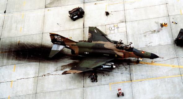 מטוס פאנטום בבסיס אמריקאי