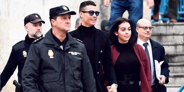 """כריסטיאנו רונלדו בבית המשפט. הסתבך עם רשויות המס הספרדיות ורשויות החוק בארה""""ב בגלל חשיפות של פוטבול ליקס, צילום: איי אף פי"""
