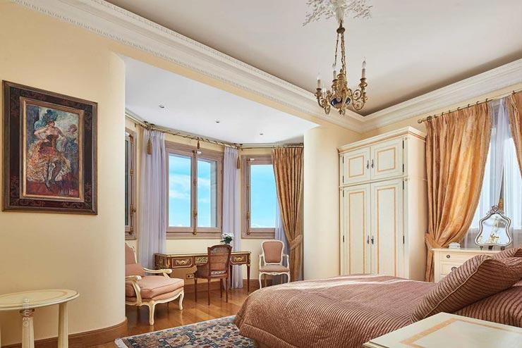 הצבעוניות נשמרת, חדר השינה שנהבי, ורוד וזהב, צילום: Sotheby