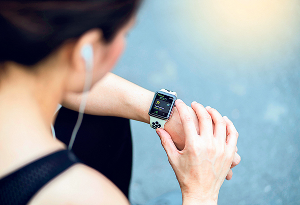 ריצה באמצעות מחשבון ושעון ריצה. לנטר את הקצב בזמן אמת