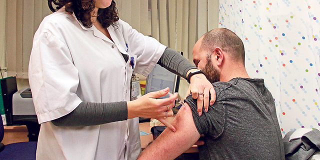 התחסן ונפגע: סטודנט שנפל דקות לאחר שקיבל חיסון יפוצה ב־70 אלף שקל