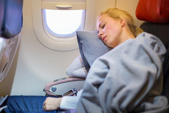 גם עם שינה במטוס אתם עלולים לקום עם ג'ט לג