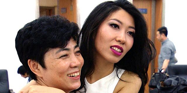 כוכבת הפופ הסינית שמנסה להציל את אמה מעונש מוות