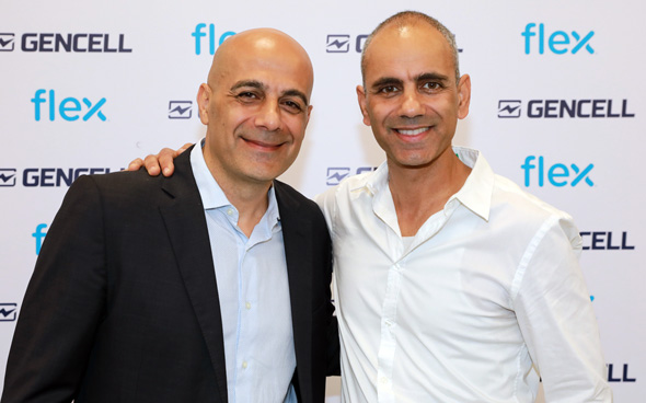 GenCell CEO Rami Reshef (left) and Flex Ofakim