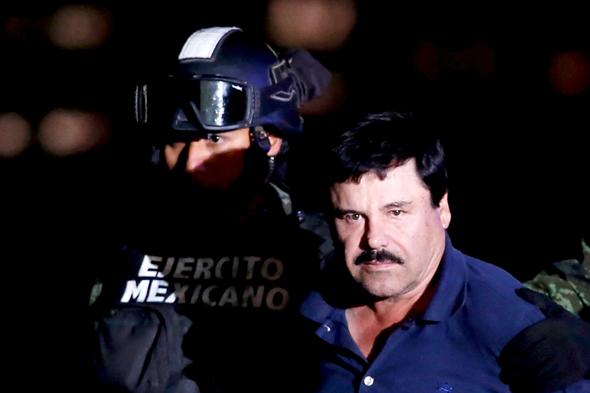ברון הסמים אל צ'אפו בעת מעצרו ב-2016