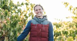 מוסף שבועי 14.2.18 הייננית מרתה סטומן ב כרם אורגני, צילום: Andrew Thomas Lee