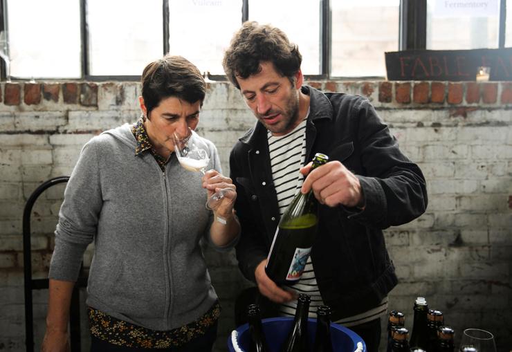 """ליג'רו טועמת. """"אנשים מצפים ליין ממתכון אחיד זה 40 שנה, אבל אנחנו עושים יין כבר 8,000 שנה"""""""