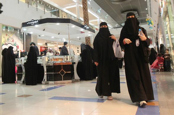 נשים סעודיות בקניון, צילום: רויטרס