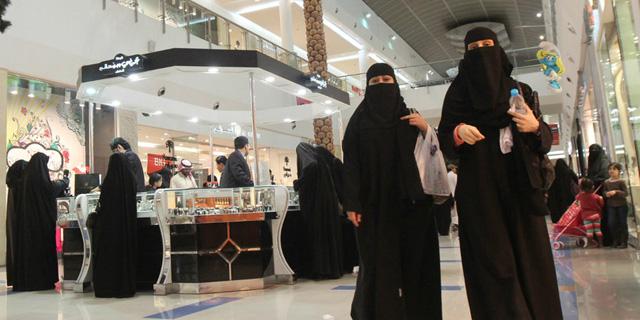 יורש העצר הסעודי התיר לנשים להנפיק דרכון לילדיהן