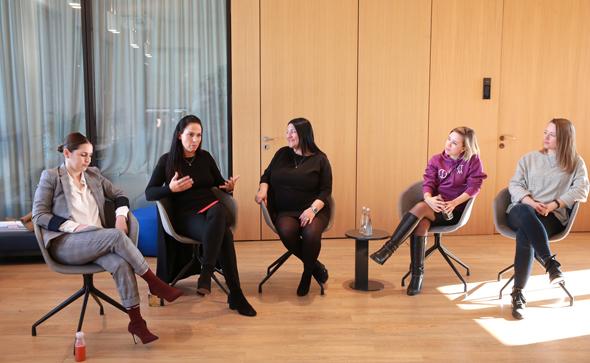 """משמאל: מלי באום WLOUNGE, יפעת אורון לאומי טק, הילה אוביל-ברנר מייסדת """"יזמיות"""", נינה אנדרה ג׳טר Project A Ventures, אולגה שיקהנסטובה טארגט גלובל"""
