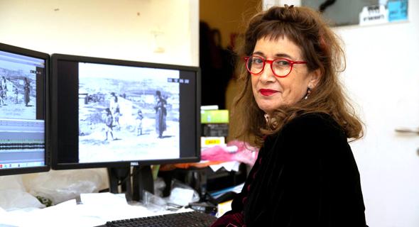 """הבמאית דינה צבי ריקליס: """"לא רציתי לחטט בפצעים, אבל כששמעתי סיפורים, הכל חזר אליי. כילדה הייתי אומרת לאמי ברחוב 'אם את מדברת איתי ערבית אני הורגת אותך'"""", צילום: ביגיל עוזי"""